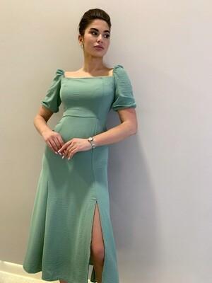Платье миди в горох, резинка на груди, с разрезом Мята