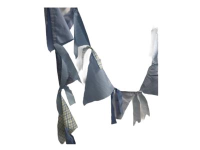 Fröhliche Wipfel-Girlande in Blau