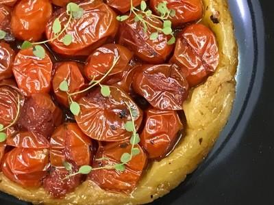 Tarte Tatin de Tomates com Tomilho Fresco