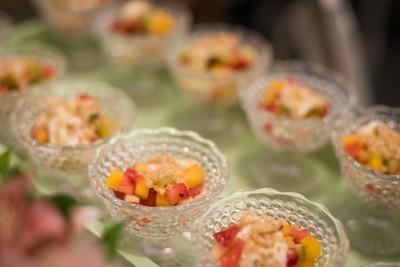 Salada de Frutas com Creme de Baunilha e Farofinha de Castanhas