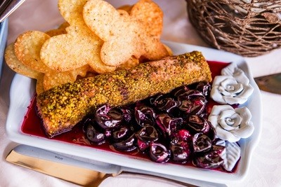 Terrine de Foie Gras em Crosta de Pistache, acompanha Geleia de Jabuticaba