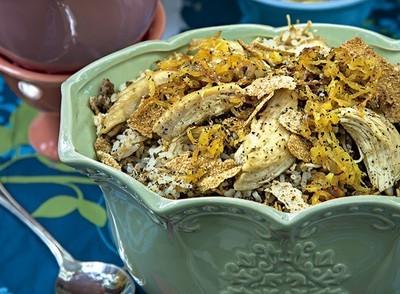 Arroz Marroquino com Frango desfiado, Cebolas Douradas e Coalhada Fresca