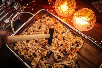 Placas de Castanhas e Frutas Secas caramelizadas com Chocolate Meio Amargo
