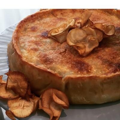 Torta de Brie, Maçãs Carameladas e Nozes Pecãs