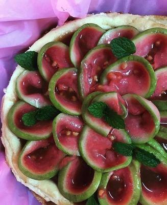 Cheesecake de Mascarpone com Calda de Goiabas Confit