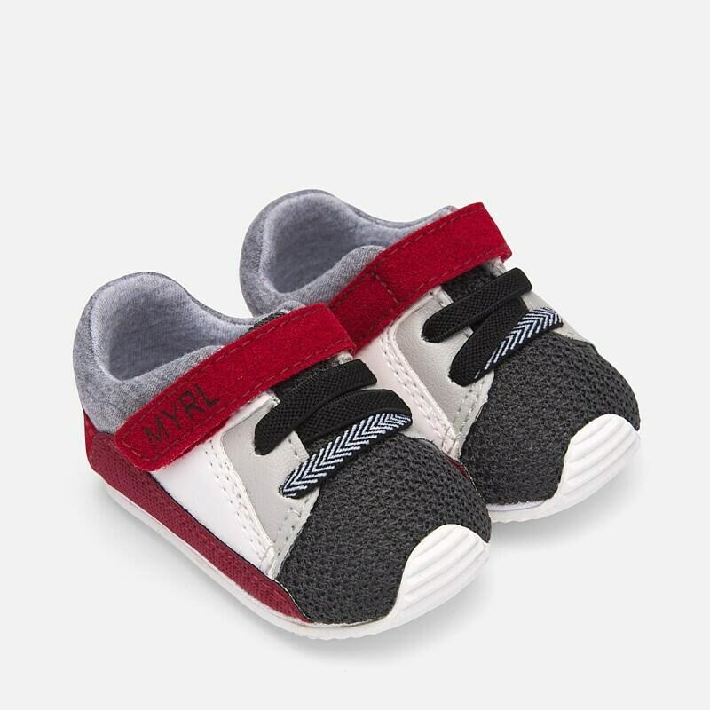 Luca's Favorite Sneakers 9211 - 18