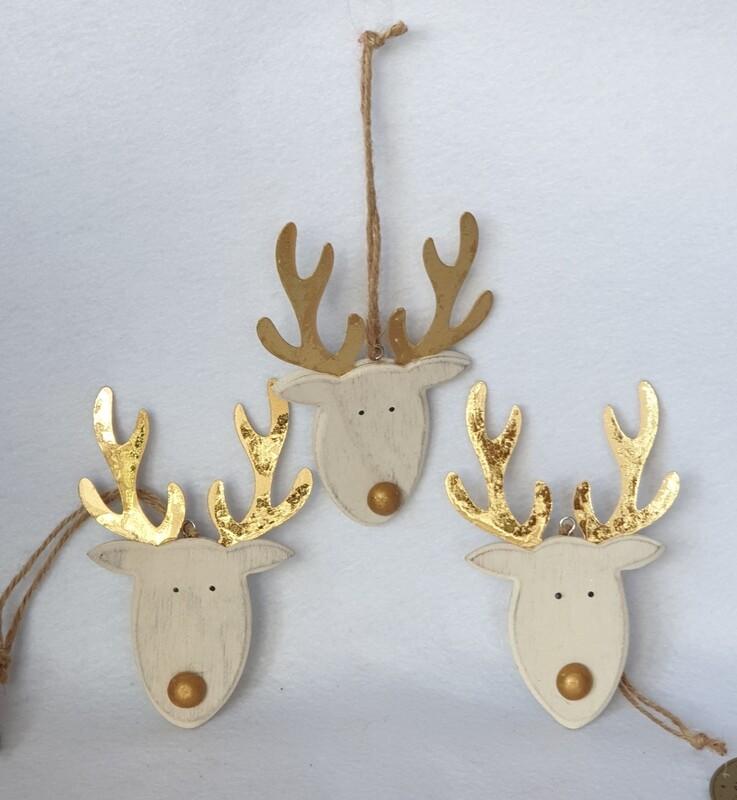 Wooden Reindeer Head hanging decorations. Set of 3