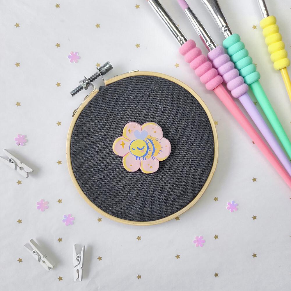 Small Bumblebee - Handmade pin/magnet