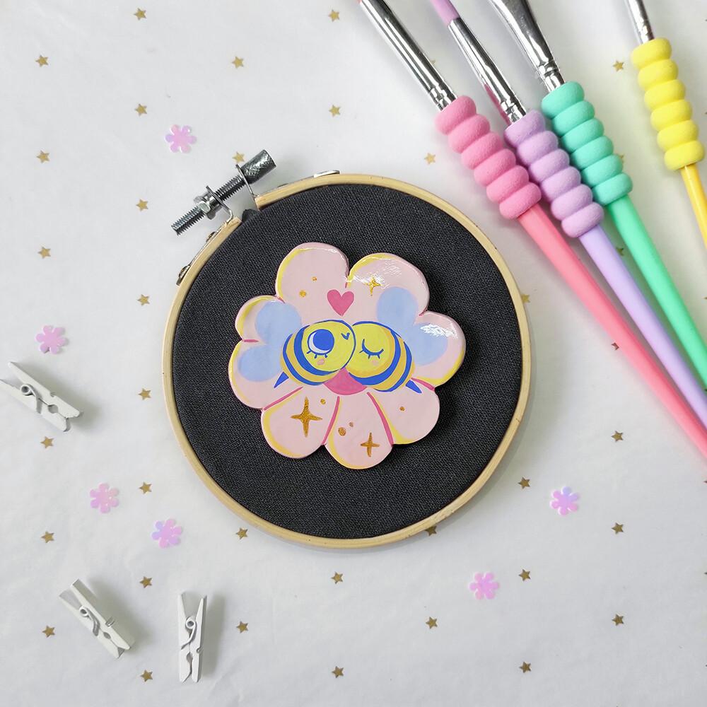 Bee Girlfriends 01 - Handmade pin/magnet