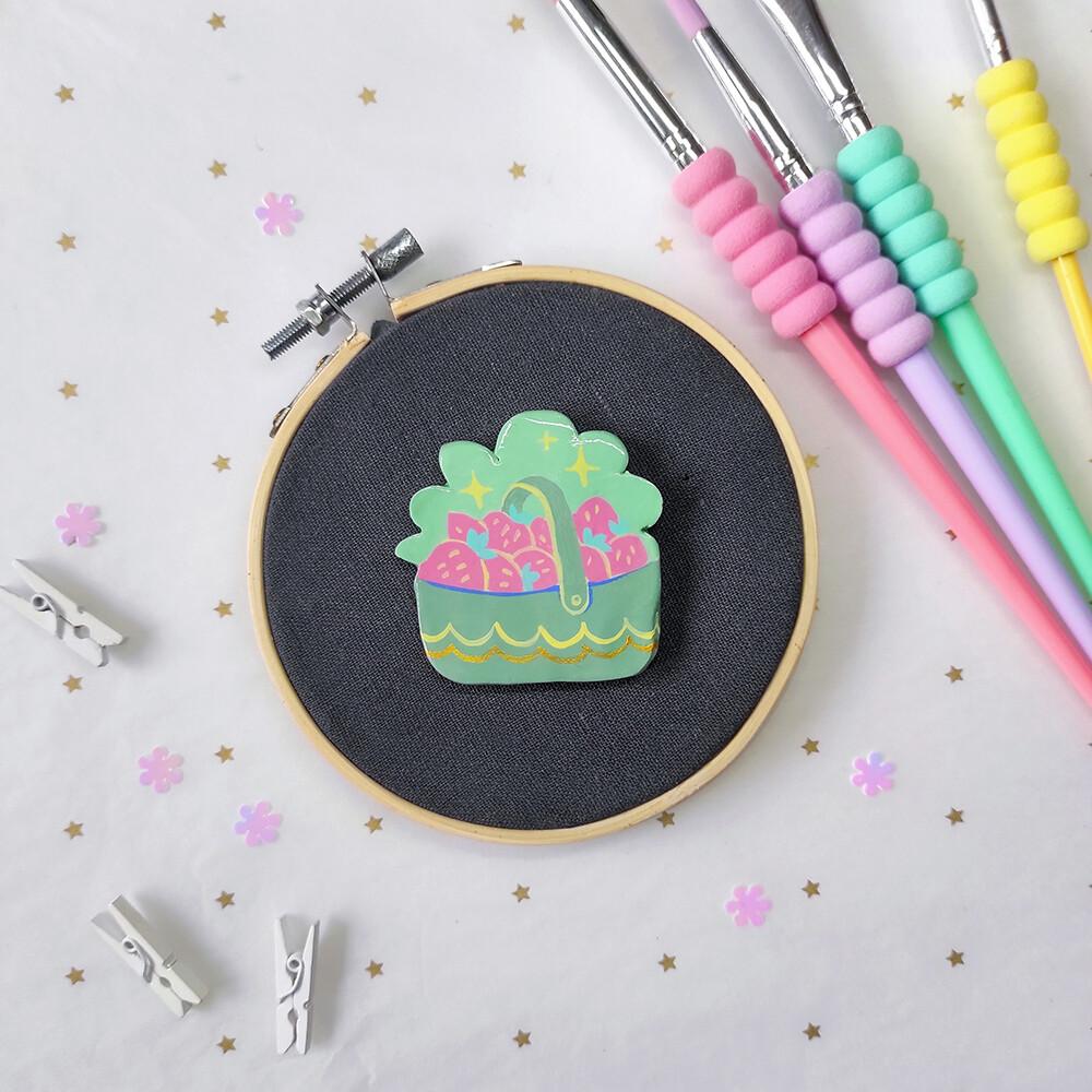 Strawberry Basket - Handmade pin/magnet