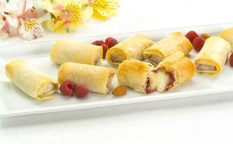 Brie & Raspberry Filos w Almonds (20 ct)