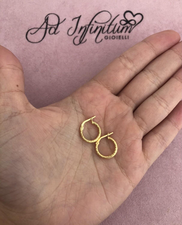 Orecchini Canna Intrecciata Diamantata 1 cm