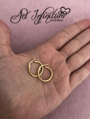 Orecchini Canna Intrecciata Diamantata 1.5 cm