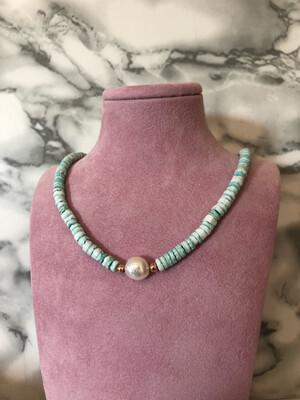 Collana colorata con perla centrale