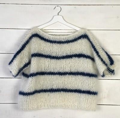 Blauw en wit gestreepte trui
