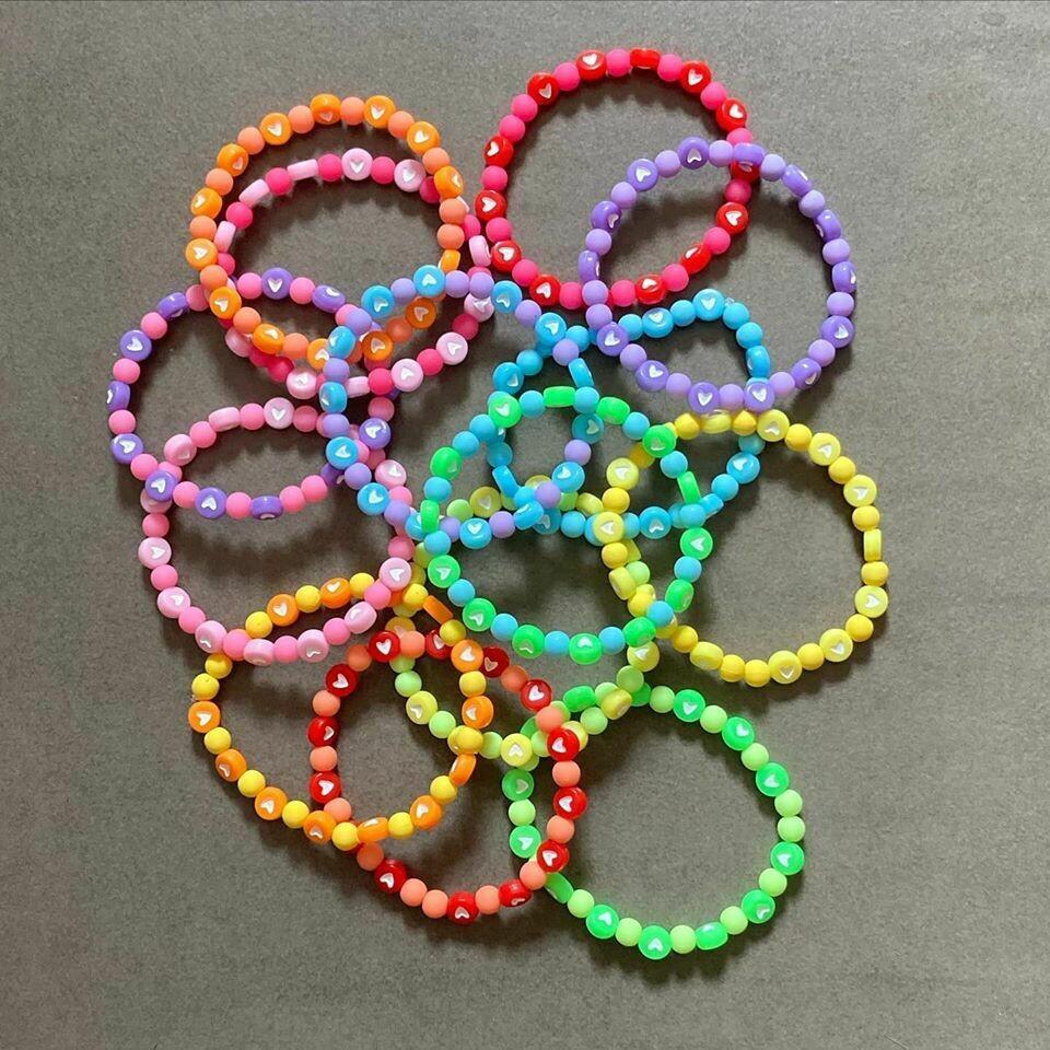 Vrolijke armbandjes - snoepjeskleuren
