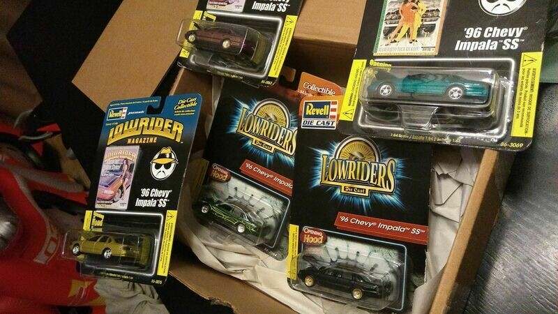 Revell Impala Lowrider Pack (5 cars aNd Extras)