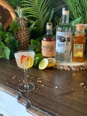 Hwy 9 Gin Cocktail Kit: Strawberry Bee Stinger