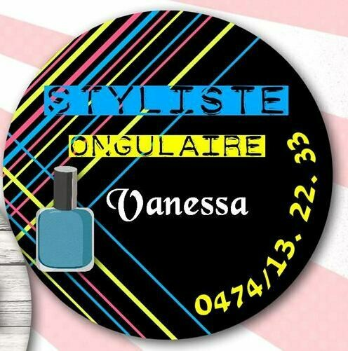 Badge styliste d'ongles