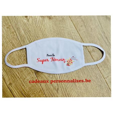 Masque de protection pour la super témoin