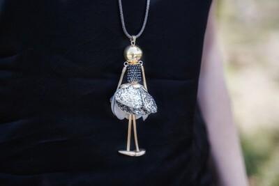 Lange dikkere halsketting - donker popje - BELLE