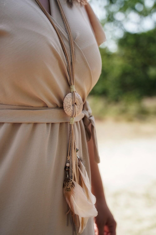 Lange beige halsketting met 'dromenvanger' - BABS