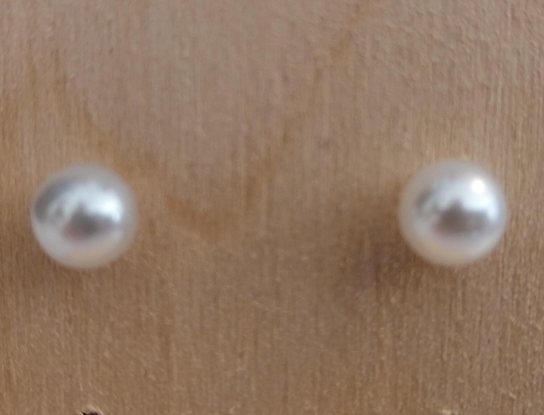 Stekertjes met witte parel - klein - LIVA