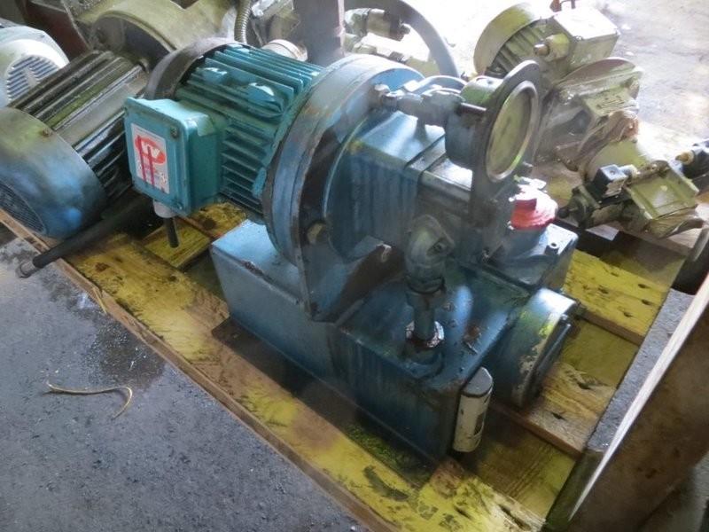 11. Styremaskiner pumper - Servi