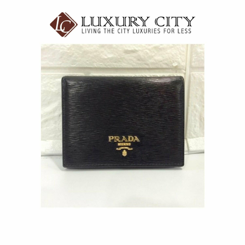 [Luxury City] Preloved Prada Saffiano Short Wallet