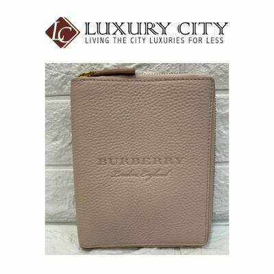 [Luxury City] Burberry Embossed Grainy Leather Zip Around Passport Holder