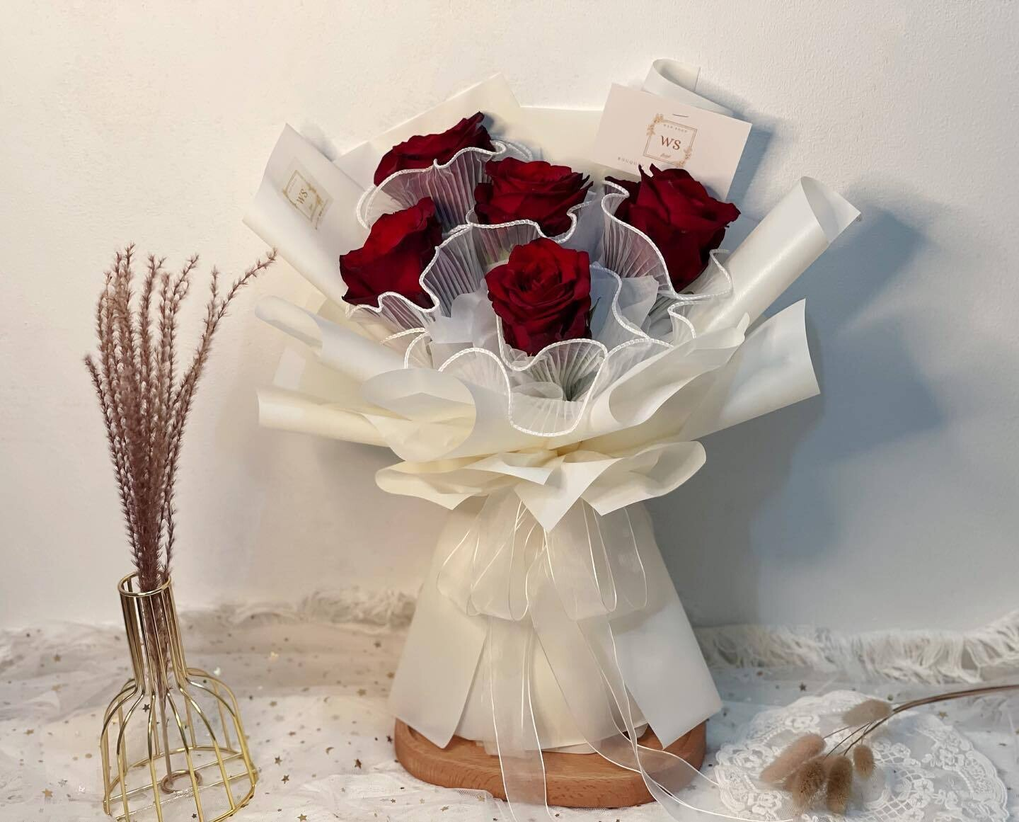Red Unique Fresh Flowers Bouquet (By: Wan Soon Florist from Miri)