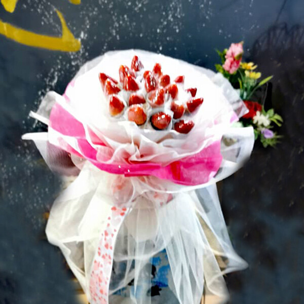 Strawberry Bouquet (By: Brilliant Creative Florist from Sibu)