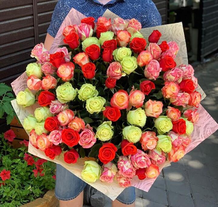 Букет 101 роза Премиум Яркий Микс