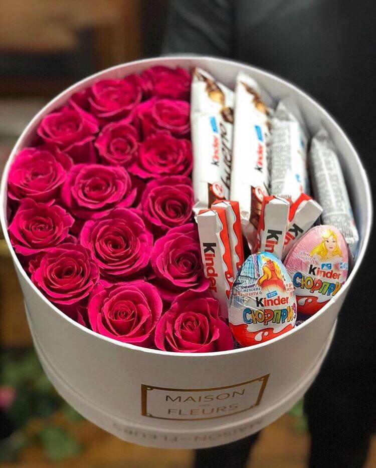 Коробка Роз с киндер сюрприз.