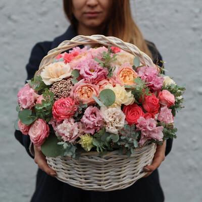 Корзина цветов Экзотика летом