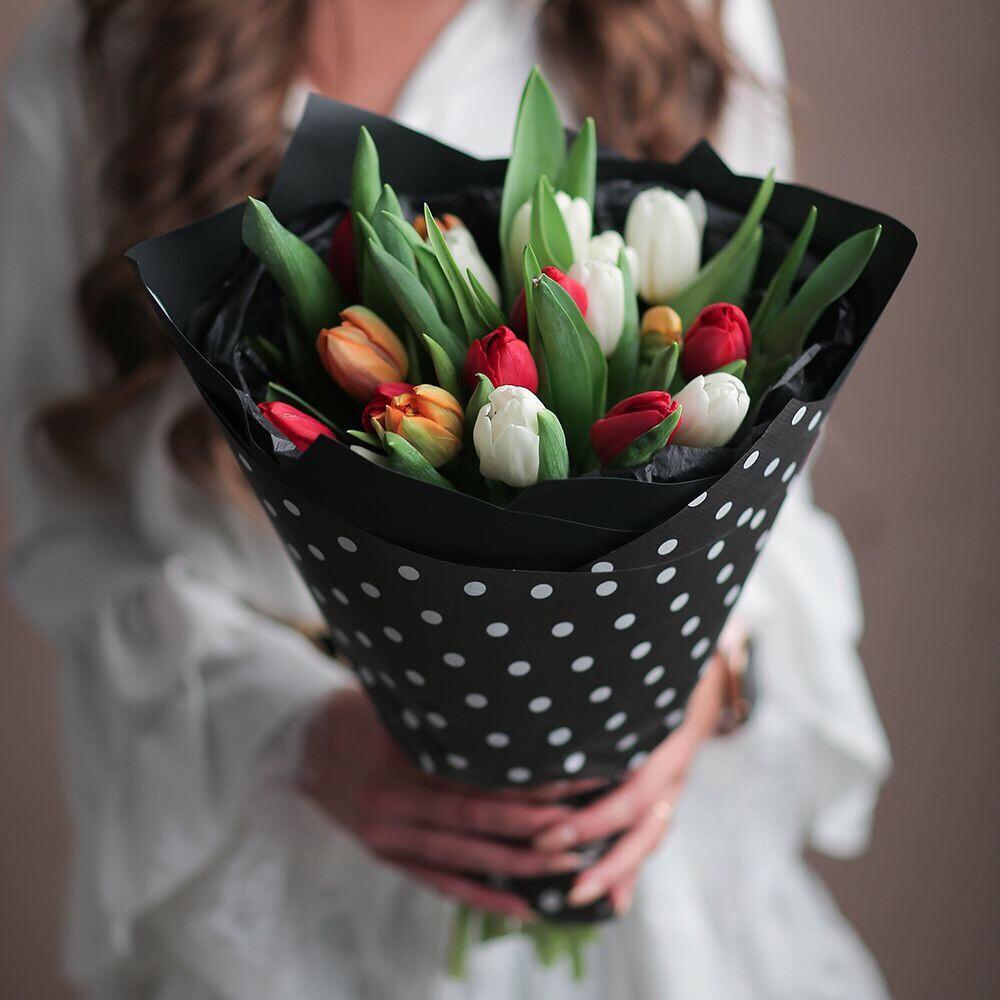 Букет из разноцветных тюльпанов  🌈