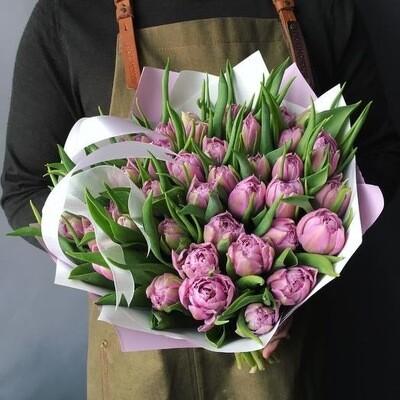 Букет пионовидных лиловых тюльпанов