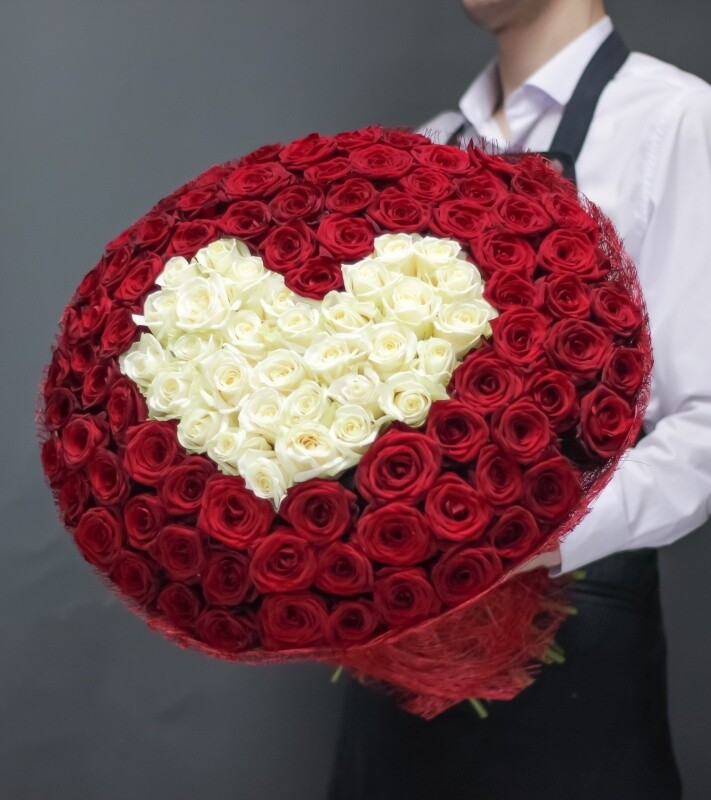 Gorgeous bouquet of 101 Heart roses 💕