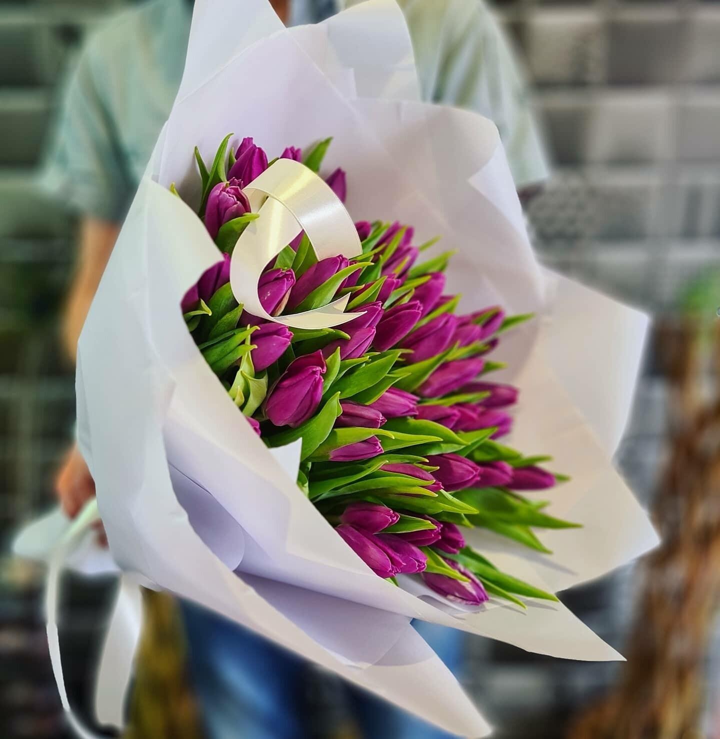 Букет лиловых тюльпанов