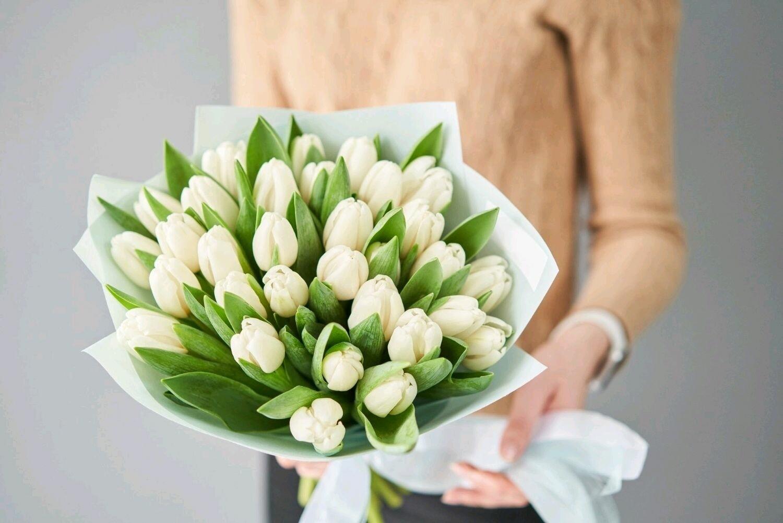 Букет белоснежных тюльпанов