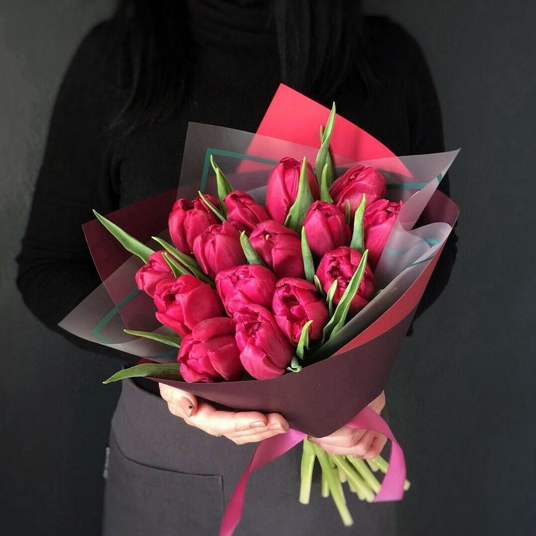 Букет из розовых тюльпанов в оформление люкс.