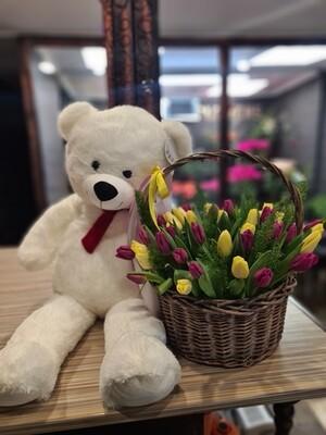 Корзина тюльпанов + мишка белый 100см