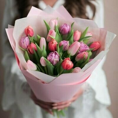Нежный микс тюльпанов в оформление