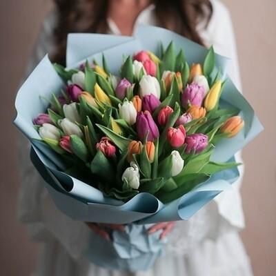 51 тюльпан в небесном оформление