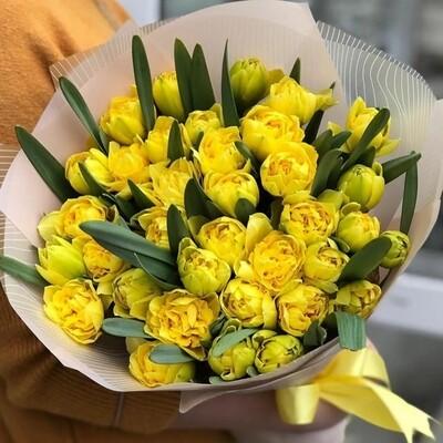 Пионовидное солнце из тюльпанов