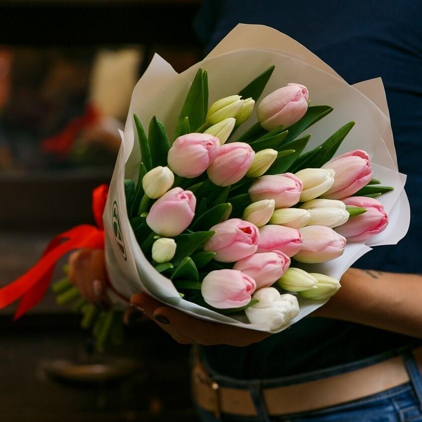 Букет тюльпанов нежный микс