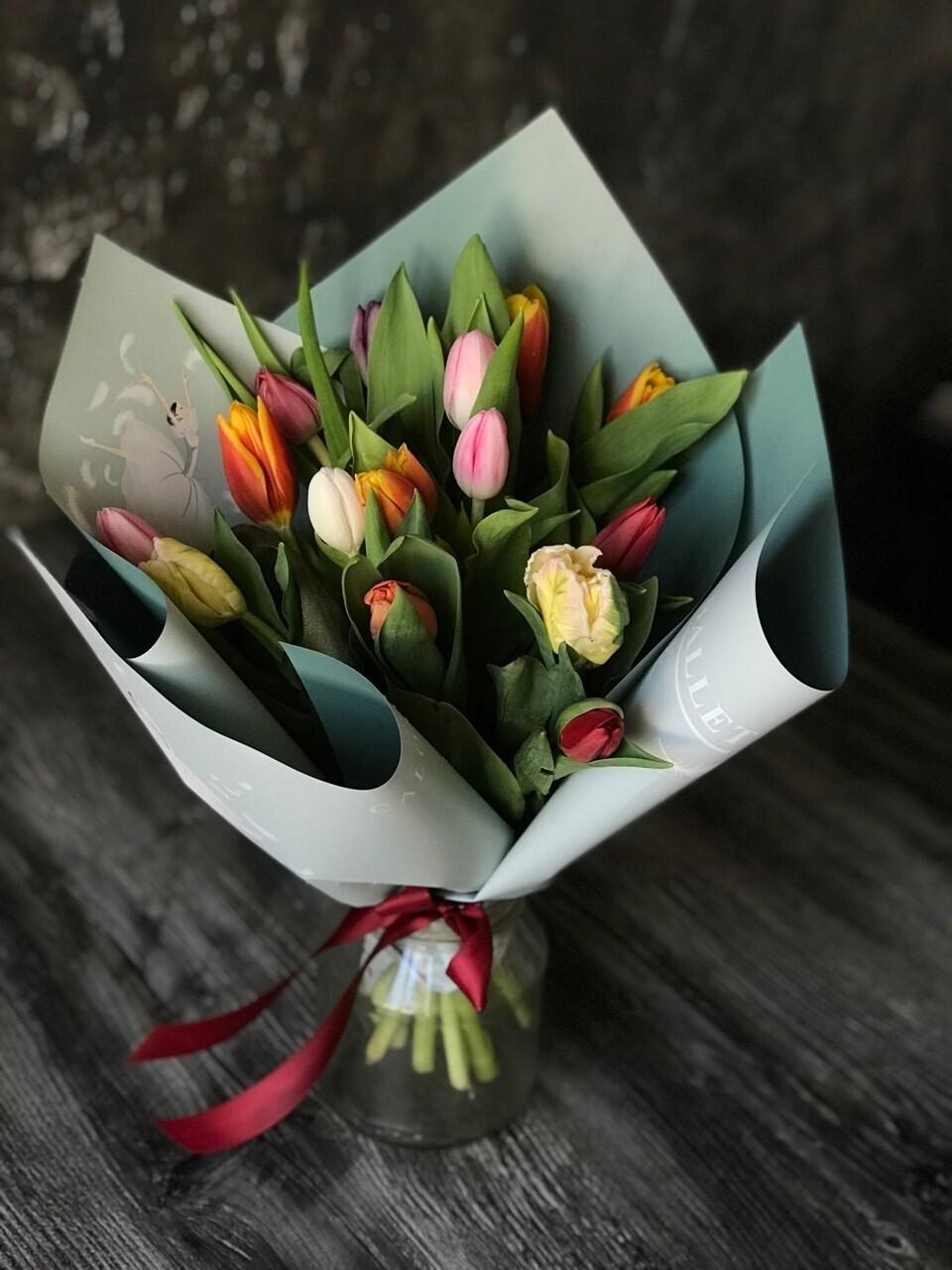Букет микс из тюльпанов