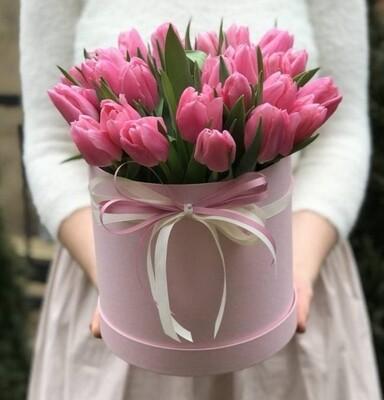 Коробка нежных тюльпанов
