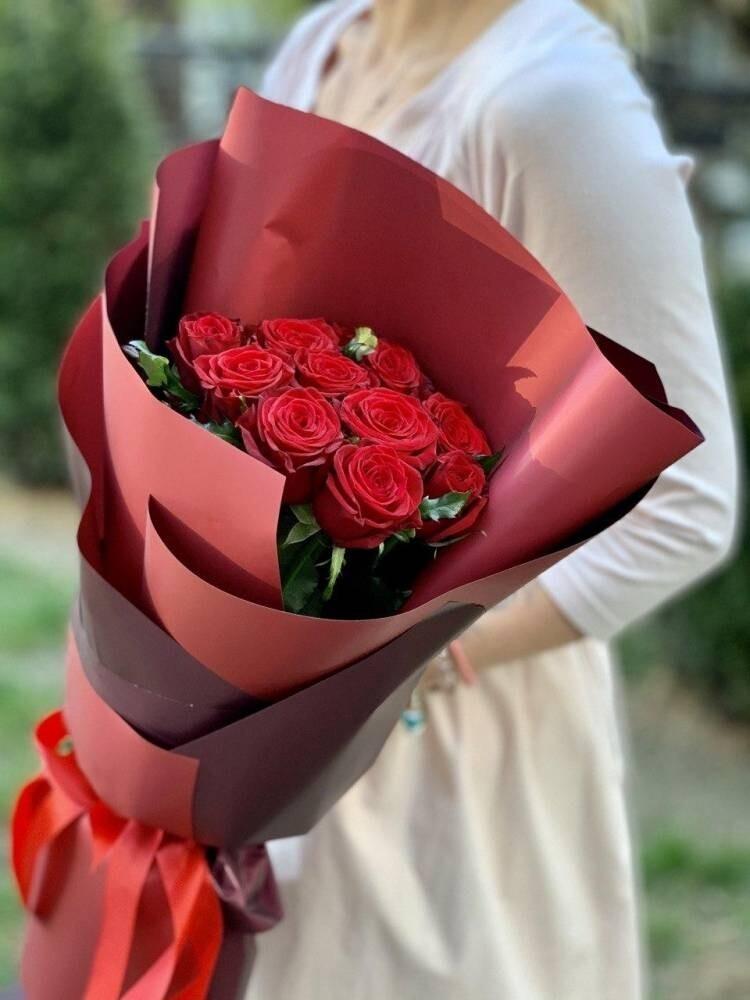 Букет 11 роз в оформление