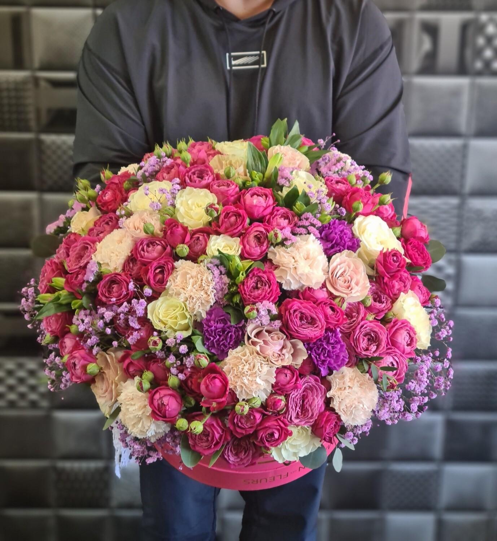 Шикарная коробка цветов Фио
